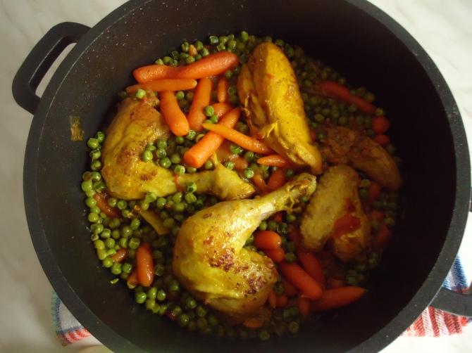 Poulet en sauce avec ses petits pois carottes 001