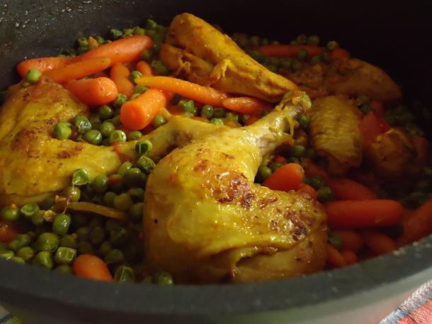 Poulet en sauce avec ses petits pois carottes 007