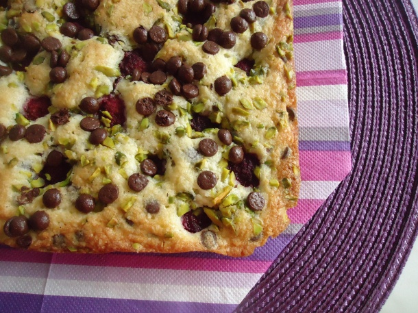 Blondies framboises pistaches et chocolats 064