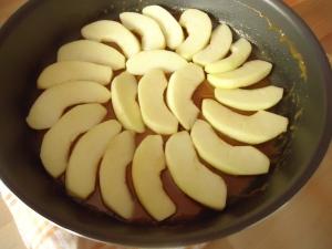 Gâteau de crèpes aux pommes et caramel 011